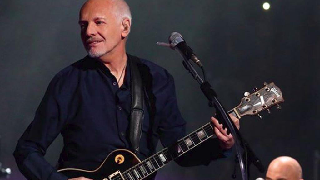 Idap Penyakit Langka, Rocker Legendaris Peter Frampton Tidur dengan Gitar
