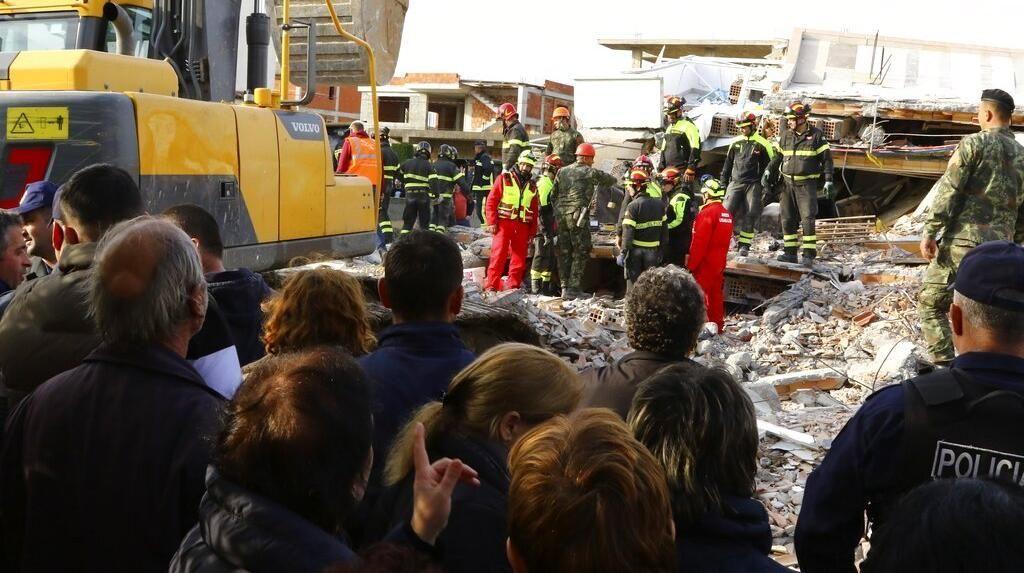 Polisi Albania Bentrok dengan Pengunjuk Rasa di Tengah Pandemi