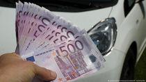 Pria Jerman Letakkan Uang Rp 300 Juta di Atap Mobil dan Lupa Mengambilnya