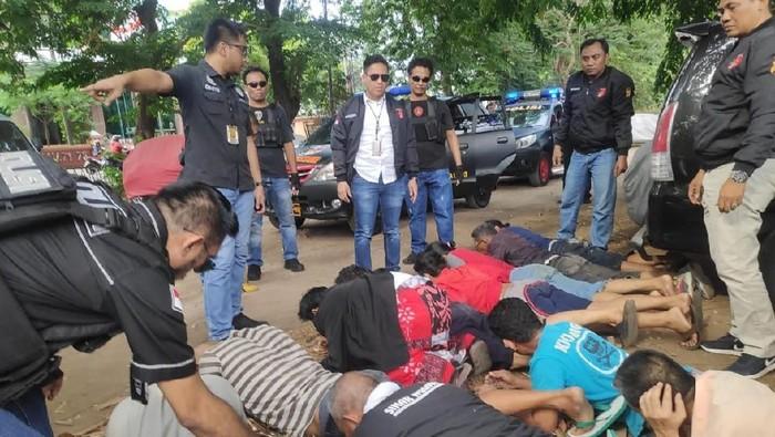Foto: 11 Preman di Tanjung Duren Ditangkap Polisi (dok.Polres Jakbar)