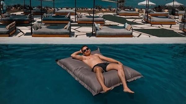 Kalau dilihat dari beberapa postingannya di akun instagramnya @jorgelorenzo99, Lorenzo tampak betah di Bali. Setelah ini, mau jalan-jalan kemana lagi, Lorenzo? (@jorgelorenzo99/Instagram)