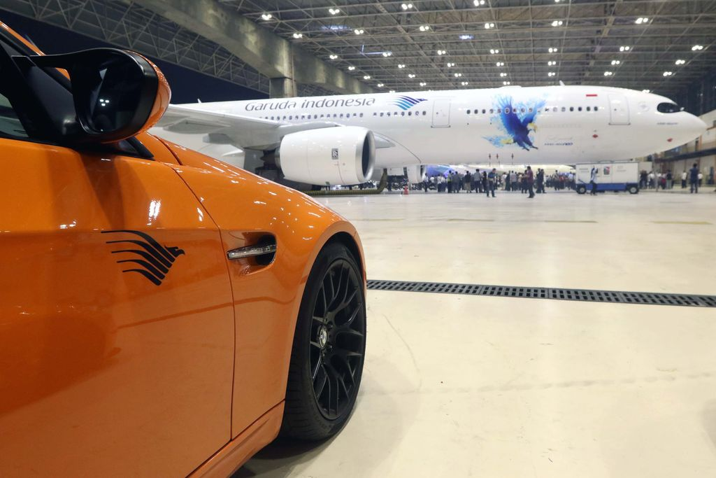 Kolaborasi BMW Group dan Garuda Indonesia kian mantap. Garuda menduetkan pesawat baru mereka Airbus A330-900neo dengan BMW Seri 7 teranyar.