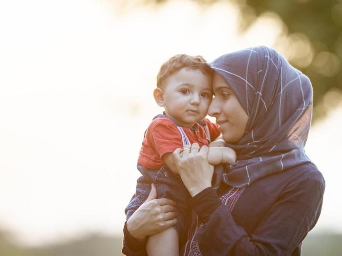 Hadits-Hadits Tentang Ibu dan Kewajiban Berbakti Padanya /Foto: istock
