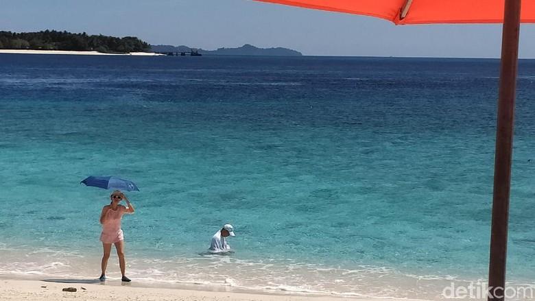 Turis China di Pulau Lihaga, Sulawesi  Utara (Afif/detikcom)