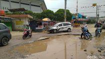 Hati-hati Berkendara! Jalan di Cibinong Bogor Ini Rusak dan Berlubang