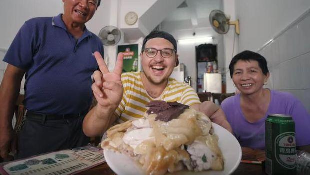 Saking Sukanya, YouTuber Ini Cari Asal Usul Nasi Hainan hingga Ke China