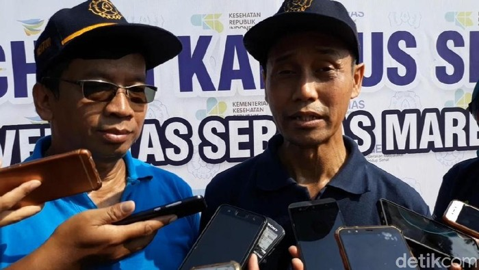 Rektor UNS Jamal Wiwoho dan Dirjen Pencegahan dan Pengendali Penyakit Kemenkes, Anung Sugihantono. (Foto: Bayu Ardi Isnanto/detikHealth)