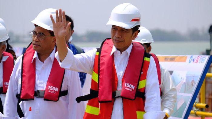 Foto: Presiden Jokowi meninjau proyek Pelabuhan Patimban (Andhika-detikcom)