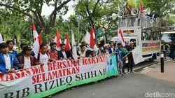 Demo di Depan Kemenko Polhukam, Massa Tuntut Pemulangan Habib Rizieq