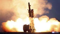 Korut Klaim Telah Uji Coba Peluncur Roket Super-Besar yang Diawasi Kim Jong-Un
