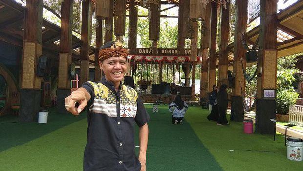 Tak Ada Papan Tulis di Desa Bahasa yang Inspiratif Ini