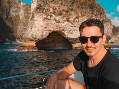 Naik Yacht, Jorge Lorenzo Jelajahi Indahnya Nusa Lembongan
