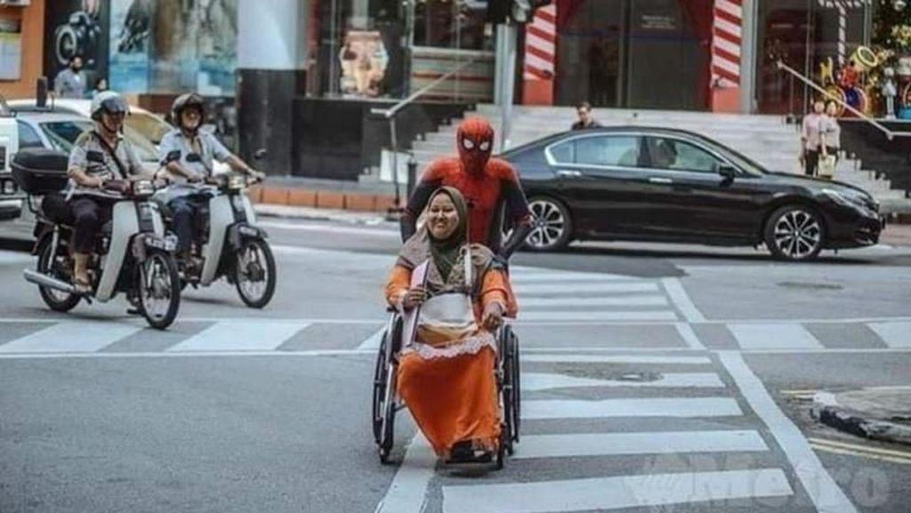 Viral Pria 50 Tahun Pakai Kostum Spiderman Demi Biayai Obat Istri