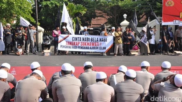 Aksi di Polres Banjar, Massa Almutabar Minta Sukmawati Diadili