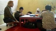 Mengintip Aktivitas Guru Difabel Mengajar di SLB Negeri Batang