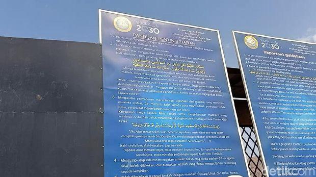 Dua nisan tanpa nama di Pemakaman 70 Syuhada Perang Uhud (Foto: Erwidar/detikcom)
