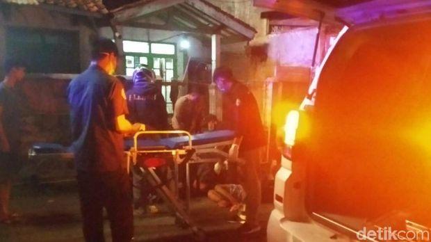 Korban dievakuasi ke RSUD R Syamsudin SH