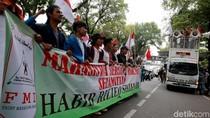 Mahasiswa Geruduk Kemenko Polhukam Tuntut Habib Rizieq Dipulangkan