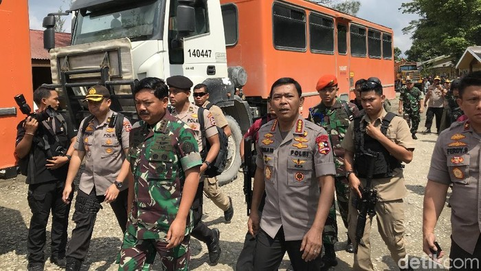 Foto: Panglima TNI Marsekal Hadi Tjahjanto dan Kapolri Jenderal Idham Azis (Rolando Fransiscus Sihombing/detikcom)