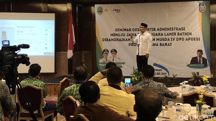 Ridwan Kamil di seminar Desa Tertib Administrasi Apdesi di Hotel Preanger, Kota Bandung, Jumat (29/11/2019). (Foto: Mukhlis Dinillah/detikcom)