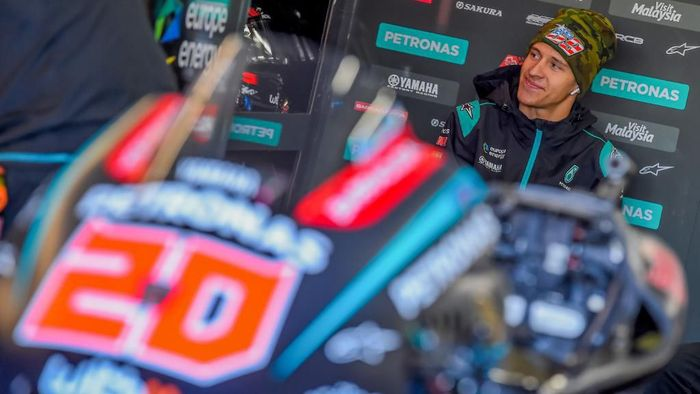 Petronas Yamaha SRT French driver Fabio Quartararo sits in the box before a pre-season testing, at the Ricardo Tormo racetrack, in Cheste near Valencia, on November 20, 2019. (Photo by JOSE JORDAN / STR / AFP)