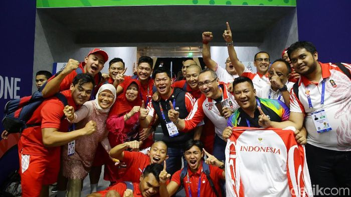Ketua KOI merayakan emas pertama Indonesia dari Polo Air (Grandyos Zafna/detikSport)