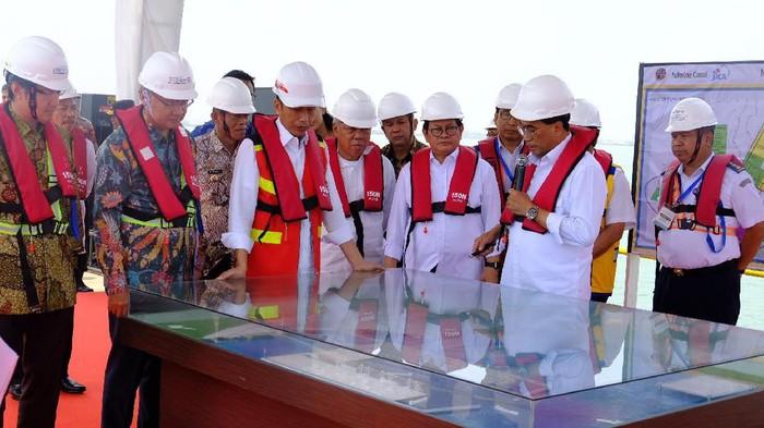 Presiden Jokowi meninjau proyek Pelabuhan Patimban (Andhika-detikcom)