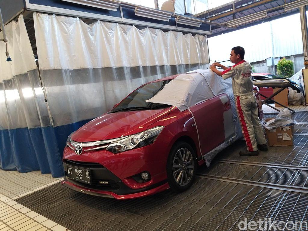 Diler Auto2000 Balikpapan Sudirman mengembangkan teknologi body paint yang bisa menghemat waktu pekerjaan.