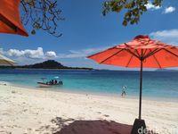Turis yang tiba di Pulau Lihaga (Afif Farhan/detikcom)