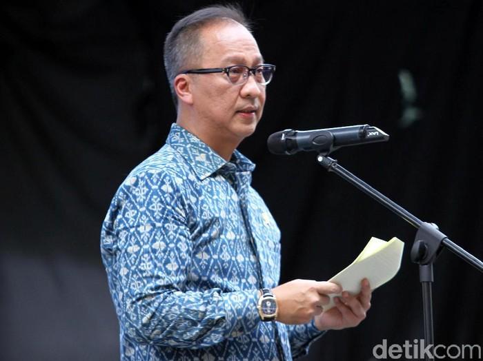 Menperin Agus Gumiwang Kartasasmita membuka pameran IIMS Motobike Expo 2019 di Istora Senayan, Jakarta, Jumat (29/11/2019).