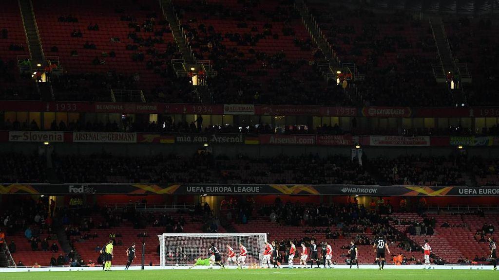 Bangku-bangku Kosong di Emirates Jadi Saksi Kekalahan Arsenal