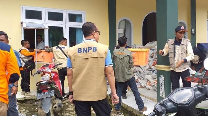Pendistribusian bantuan untuk para korban (Foto: dok. BNPB)