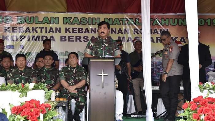 Panglima TNI Marsekal Hadi Tjahjanto mengatakan Tanah Papua adalah tanah yang diberkati dengan sumber daya melimpah dan harus dijaga. (Rolando/detikcom)