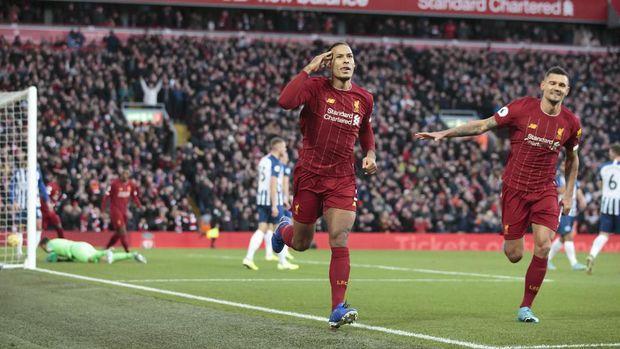 Virgil van Dijk jadi bintang kemenangan Liverpool.