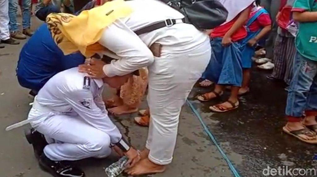 Gelar Acara Anak Basuh Kaki Ibu, Polresta Sukabumi Raih Rekor Dunia