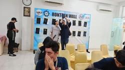 Berbagai komunitas pengguna vape di Bekasi pada Sabtu (30/11) bersama-sama rontgen thorax. Banyak yang ingin tahu kondisi paru-parunya usai lama memakai vape.