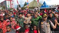 Hadiri KKR Jelang Natal di Wamena, Panglima-Kapolri Menari Bareng Warga