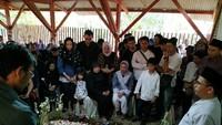 Maestro Lukis Jeihan Sukmantoro Dimakamkan di Belakang Studio
