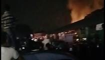 Kebakaran Dekat Pasar Induk Kramat Jati, 11 Mobil Damkar Dikerahkan
