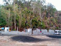 Pembangunan toilet umum di Pantai Paal