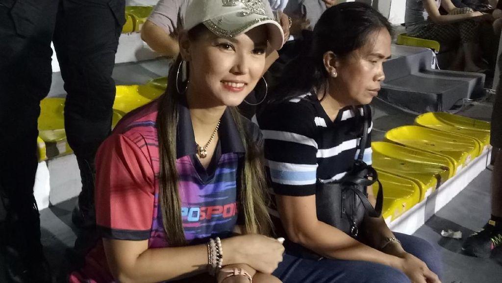 Miyabi Nonton Laga Indonesia Lagi, Kini Dikawal Bodyguard