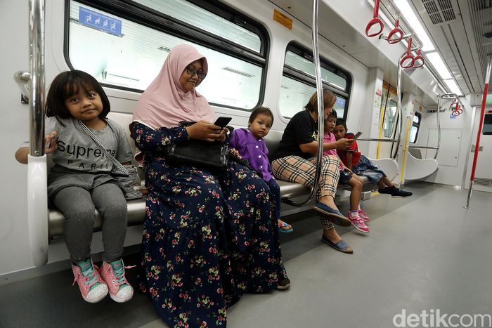 PT LRT Jakarta selaku operator dari LRT (Light Rail Transit) Jakarta beroperasi secara komersial pada 1 Desember 2019.