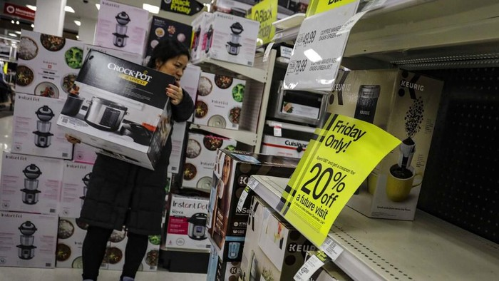 Berburu diskon di Black Friday. Foto: AP