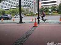 Menghitung Jumlah Penggowes di Jalur Sepeda Depan Sarinah