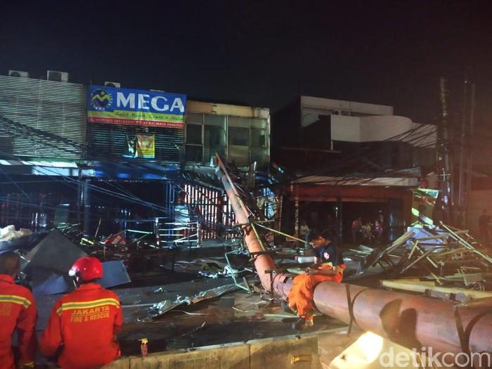 Foto: Lokasi reklame roboh di Warung Buncit (Rizal/detikcom)