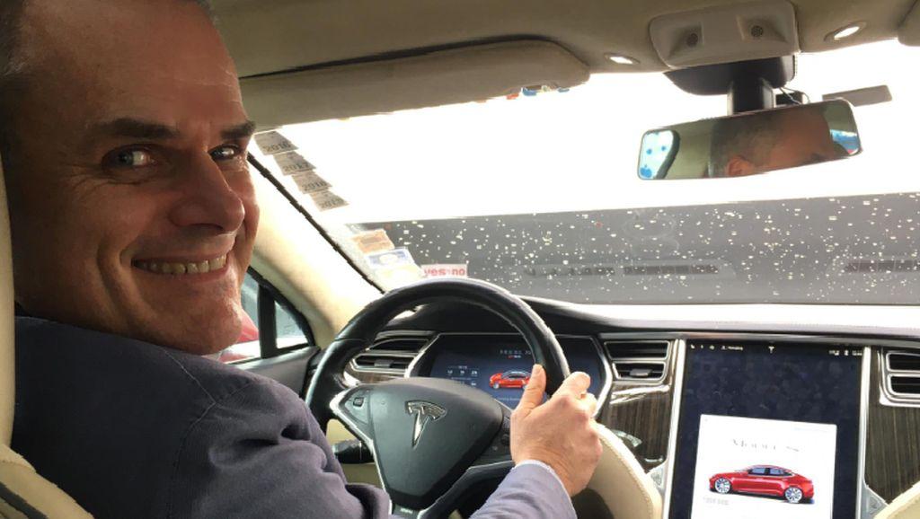 Rekor Dunia! Pria Kendarai Tesla Tembus 1 Juta Kilometer