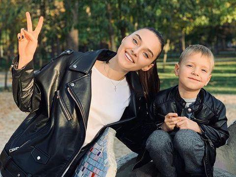 Veronika Didusenko menuntut pihak Miss World 2019 atas tudingan diskriminasi terhadap ibu.