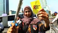 Aksi Bagi-bagi Bunga Peringati Hari AIDS Sedunia