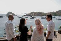 Wishnutama (paling kanan) saat berkunjung ke Labuan Bajo pekan lalu
