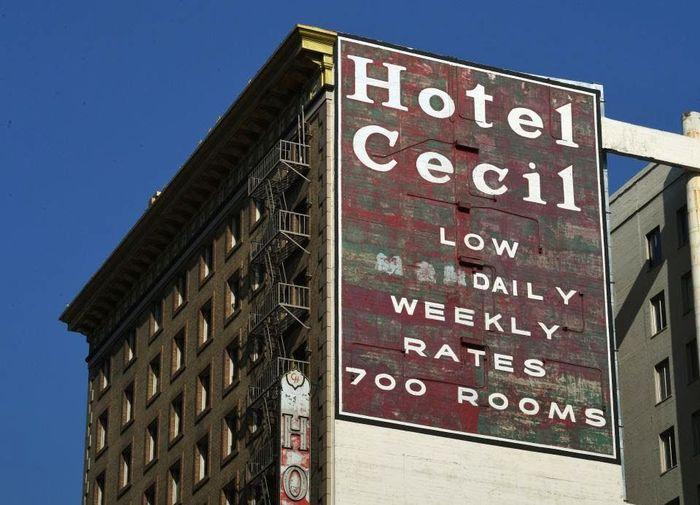 Hotel Cecil di Los Angeles ini dikaitkan dengan pembunuh massal, bunuh diri, dan banyak kejadian supernatural.